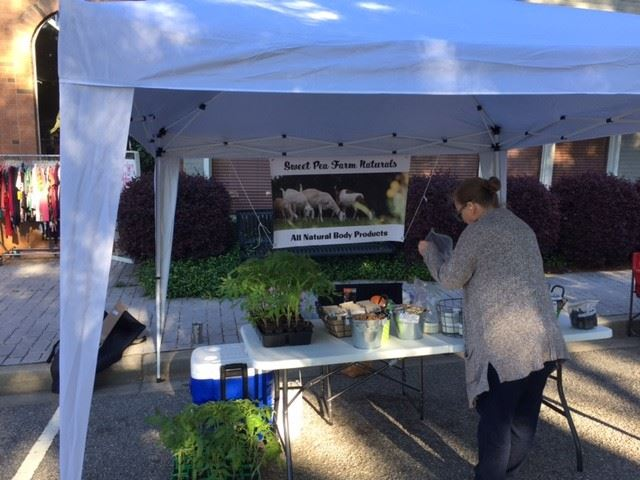 Sweet Pea Farms setting up for market