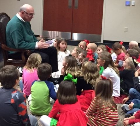 Photo of Mayor Skip Wilson reading to the children